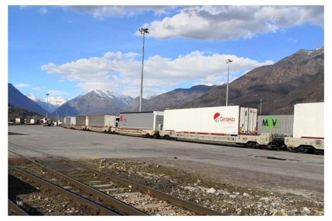 Nieuwe containerterminal aan het spoor pal over de grens bij Venlo
