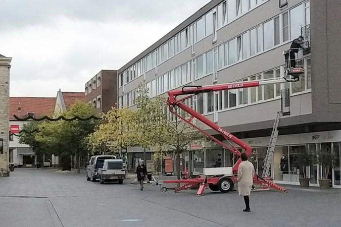 Franse balkons voor flat aan Dr. Erensstraat in Valkenburg