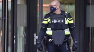 Video: Verdachte aangehouden na melding over gewapend persoon in Heerlense school