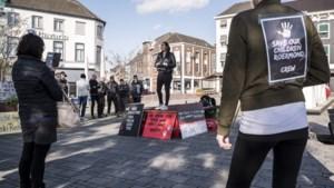 Protest tegen 'normalisering van pedofilie' op Stationsplein in Roermond