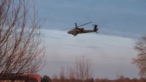 Apaches en jachtvliegtuigen oefenen boven De Peel