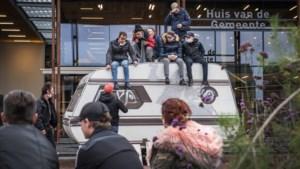 Woonwagenbewoners mogen niet meer met de caravan voor de deur van gemeentehuis Peel en Maas demonstreren