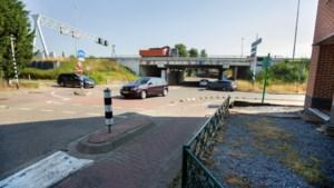 'Onhandige' afsluiting viaduct zorgt voor problemen in Schinnen