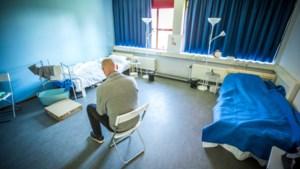 Staatssecretaris Blokhuis wil dat gemeenten meer daklozen opvangen vanwege lockdown