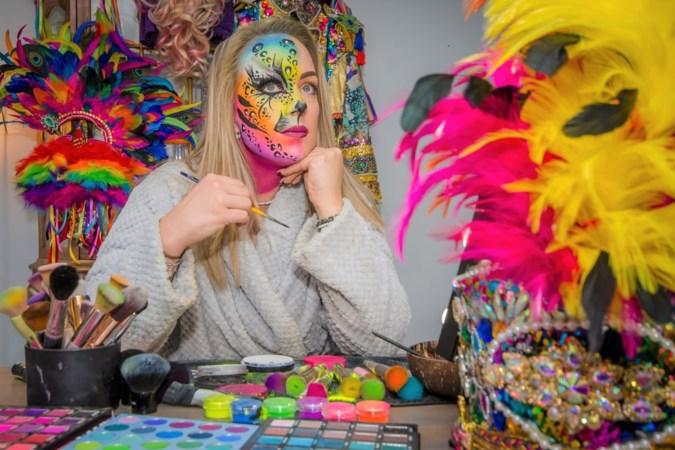 Ingrid uit Roermond proost met een lach en een traan op de vastelaovend: 'Als ik 1000 sterre hoor ga ik janken'