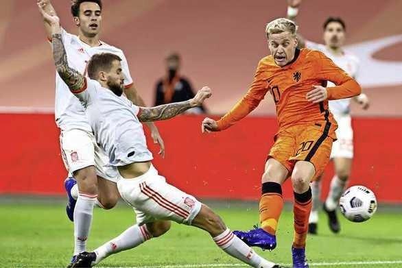 Oranje had Spanje zeker kunnen verslaan, maar De Boer blijft nog zonder zege