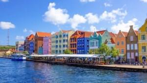 Recordaantal besmettingen op Curaçao dat nu erg in trek is als vakantiebestemming