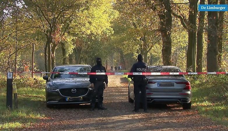 Video: FIOD kamt bosgebied bij Venlo uit op zoek naar drugsafval