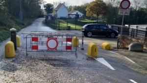 Bewoners en politiek hebben genoeg van afgesloten wegen in Beekdaelen en bekritiseren gemeente