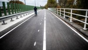 Klaar! Stroom vrachtwagens naar de haven van Stein gaat vloeiender, fietsers kunnen razendsnel van Maastricht naar Chemelot