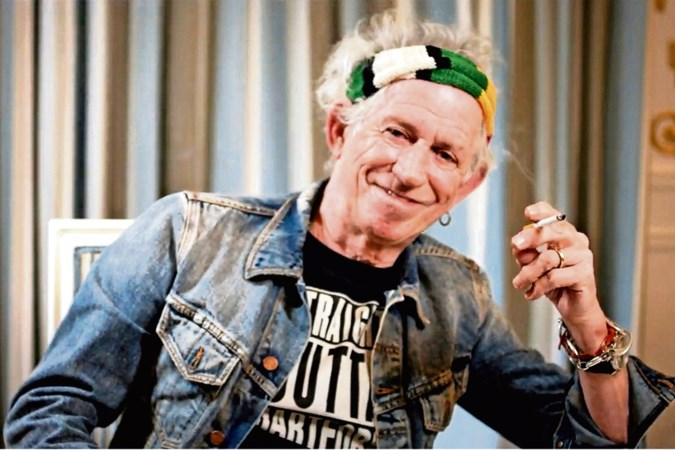 Stones-gitarist Keith Richards zit door corona in een familiebubbel: 'Mijn dochters zijn een soort dj's, ik hoef alleen maar te luisteren'