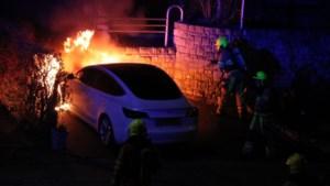 Tesla vat vlam op oprit huis Brunssum