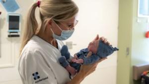 Heerlense verpleegkundige verrast ouders van te vroeg geboren baby's op bijzondere manier