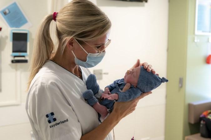 Ook voor te vroeg geboren baby's zijn er nu passende kleertjes, dankzij deze verpleegkundige