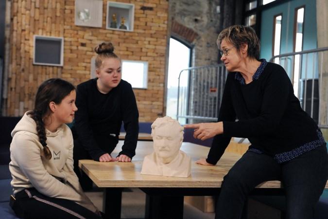 Beeselse keramiste maakt 3D-portretten van fabrieksarbeiders in klei voor educatief kunstproject