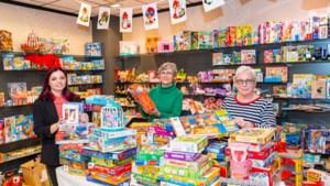 Pop-up sinterklaaswinkel in Nuth voor kinderen van minima: 'Zelfs ouders mogen van ons best een bordspel uitzoeken'