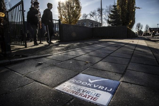 Ook net buiten de poort van Groenewald is het nu verboden terrein voor rokers