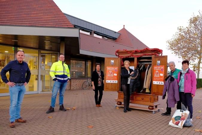 Al ruim driehonderd jassen ingeleverd voor actie 'Geef je jas en verwarm een hart' in gemeente Nederweert