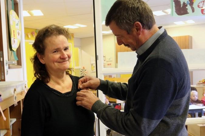 Gemeentelijke onderscheiding voor zilveren peuterjuf Rina Lenssen