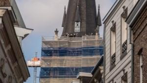 Exclusieve wijnrekken van hout uit toren middeleeuwse Petruskerk Sittard