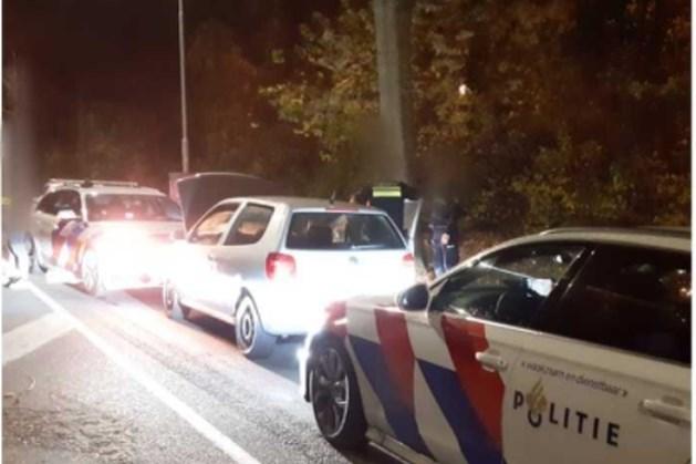 Dubbel pech voor Duitsers die binnen 24 uur twee keer worden aangehouden met gestolen kentekenplaten; binnenkort zijn te zien op televisie