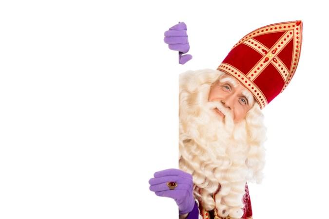 Wel een - beperkte - Sinterklaasrondgang in Oirsbeek; boa's bewaken coronaregels
