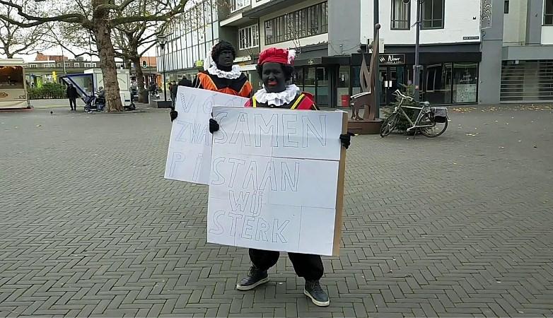 Video: Lage opkomst bij demonstratie vóór Zwarte Piet in Venlo