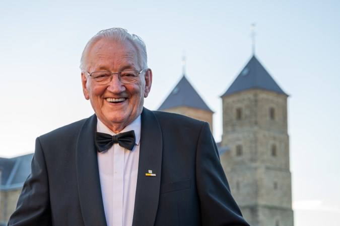 Al 75 jaar zingt de 89-jarige Nol Engelbert uit Susteren: 'Als de repetities morgen weer beginnen, ben ik als eerste daar'