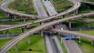 Corona bewijst: thuiswerken lost files op, kabinet kan miljarden aan asfalt besparen