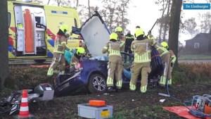 Video: Bestuurder uit auto bevrijd na eenzijdig ongeluk in Altweerterheide