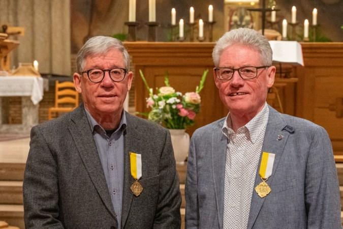 Pauselijke onderscheiding: tweelingbroers Gerits 60 jaar lid van Kerkelijk Zangkoor St. Caecilia Neerbeek