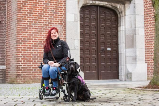 Hulphond Aura helpt Mariska uit Maasbree om in balans te blijven