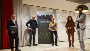 Boek 'Veerkracht' over door corona zwaar getroffen Peel en Maas gepresenteerd