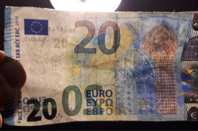 Politie waarschuwt voor scheef afgesneden valse biljetten van 20 euro zonder watermerk