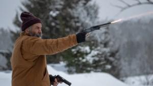 Filmrecensie <I>Fatman</I>: Mel Gibson is ongeloofwaardig als Kerstman die actieheld wordt