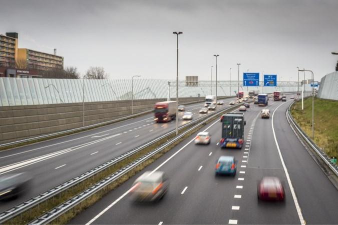 Venlo onderzoekt of het verhoging geluidsschermen langs Zuiderbrug zelf kan betalen nu provincie weigert bij te dragen