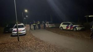 Politie zoekt met speurhond in bos naar vermiste man