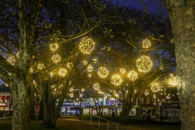 Binnenstad toch in kerstsfeer: Aken hangt 50.000 lampjes op