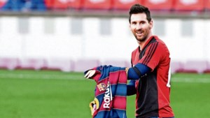 Messi eert Maradona in shirt van Newell's Old Boys