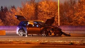 Auto belandt in de vangrail na ongeluk op A67