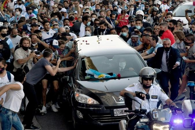Medici vrezen nieuwe coronagolf na massale nationale rouw om Diego Maradona