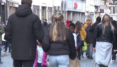 Drukte in de binnenstad: Maastricht schaalt op van code oranje naar code rood