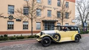 Chauffeurs doen de historische autorit met oude Spykers nog eens over: 'Dit is nog het echte autorijden'