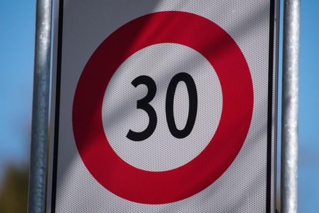 Roep om snelheidsremmende maatregelen in buurt Hoensbroek
