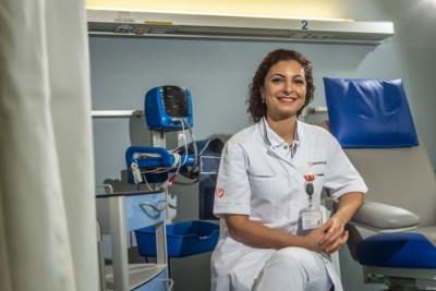 De Roermondse arts en wetenschapper Chahinda schreef een boek over zwanger en moeder zijn, maar dan zonder de roze wolk