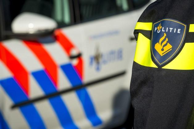 Auto rijdt door na aanrijding in Geleen, fietser gewond