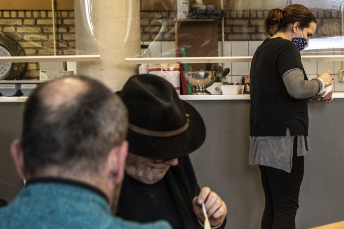 Sittardse daklozenopvang in oude school verloopt geruisloos: 'Dinsdag is er Yvon-soep'