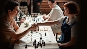 Schakers geloven hun ogen niet: explosie van interesse door 'The Queen's Gambit'