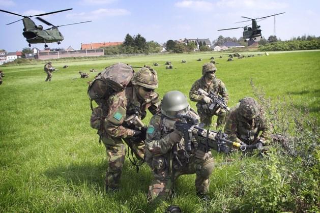 Militairen oefenen in Curfsgroeve