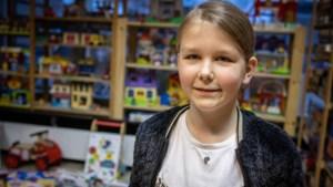 Meisje van 9 jaar maakt Speelgoedbank blij met 40 cadeaus